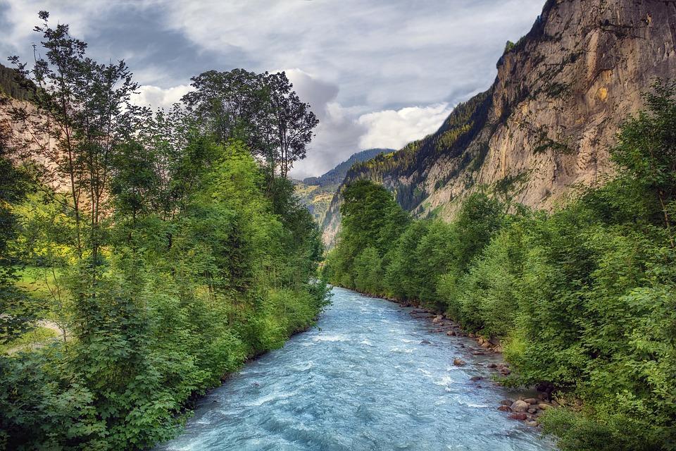 山と川の画像